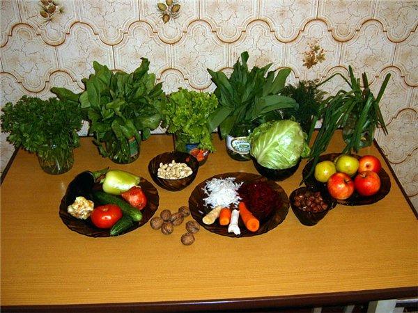 Лучшая еда для здорового человека - фрукты и овощи а это система сыромоноедение.
